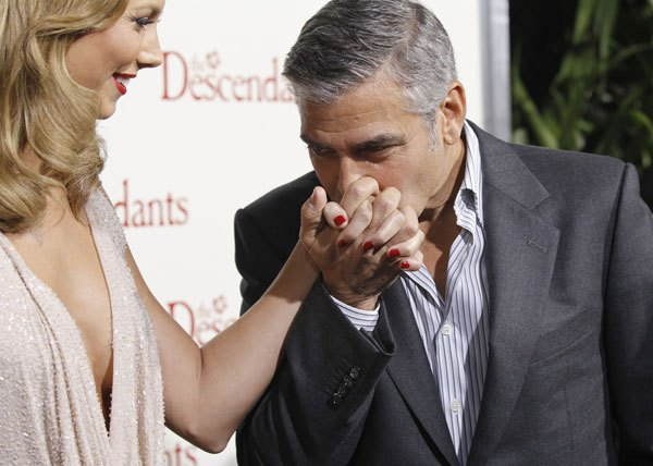 george clooney checking out stacy keibler cleavage