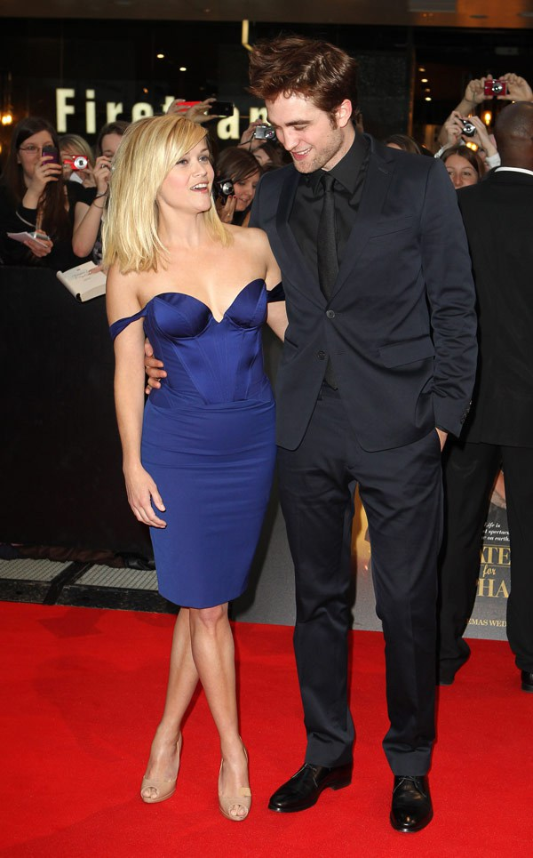 robert pattinson busted staring at reese witherspoon boobs
