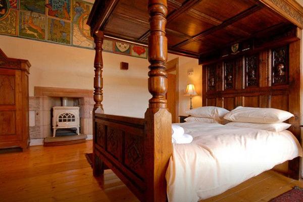 dairsie castle wooden bed fife scotland