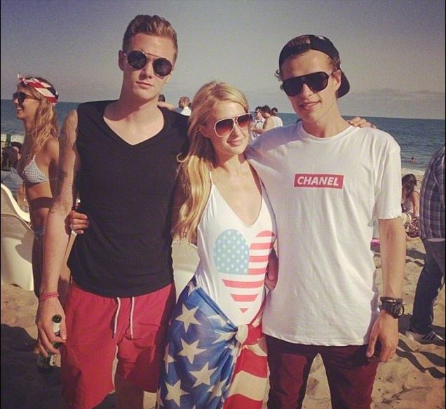 paris hilton with her two brothers conrad hilton