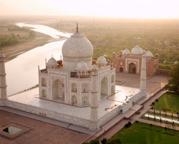 unbelievable aerial photography of the taj mahal