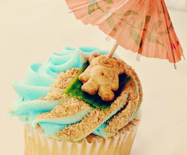 teddy-bear-on-a-beach-cupcake