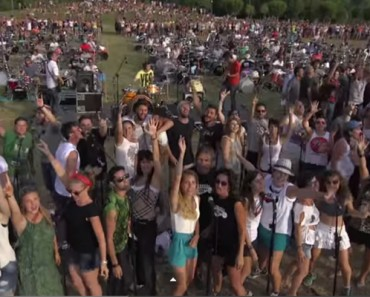 1000-musicians-perfoming-foo-fighters-learn-to-fly